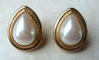 Vintage Sarah Coventry Faux Pearl Teardrop Clip On Earrings.